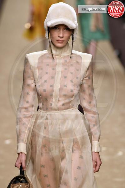 Bella Hadid - Milano - 21-02-2019 - Milano Fashion Week: la sfilata di Fendi è dedicata a Lagerfeld