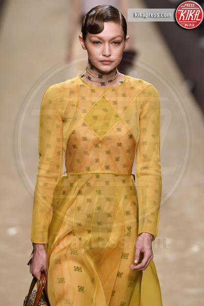 Gigi Hadid - Milano - 21-02-2019 - Milano Fashion Week: la sfilata di Fendi è dedicata a Lagerfeld