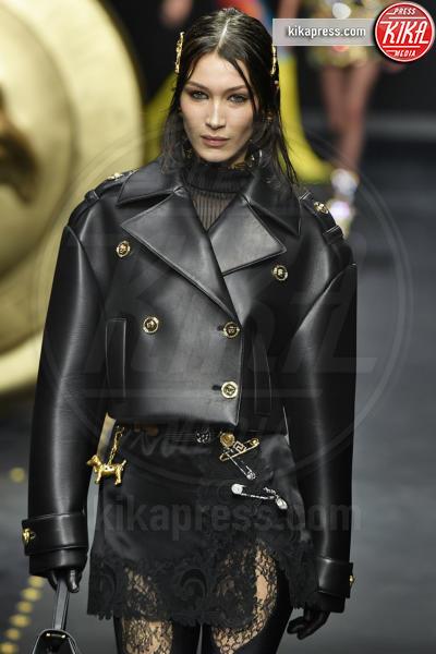 Bella Hadid - Milano - 22-02-2019 - Milano Fashion Week: la sfilata di Versace