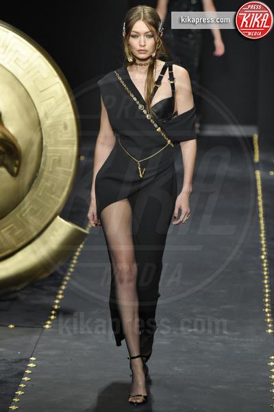 Gigi Hadid - Milano - 22-02-2019 - Milano Fashion Week: la sfilata di Versace