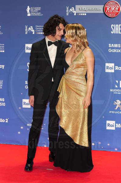 Francesco Motta, Carolina Crescentini - Roma - 27-03-2019 - David 2019: il volo della gonna di Taylor Mega sul red carpet
