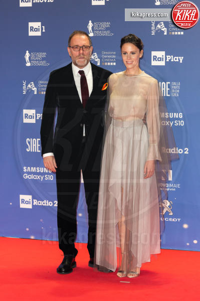 Chiara Martegiani, Valerio Mastandrea - Roma - 27-03-2019 - David 2019: il volo della gonna di Taylor Mega sul red carpet