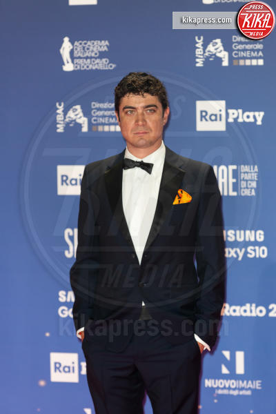 Riccardo Scamarcio - Roma - 27-03-2019 - David 2019: il volo della gonna di Taylor Mega sul red carpet