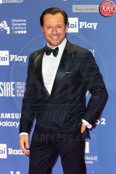 Stefano Accorsi - Roma - 27-03-2019 - David 2019: il volo della gonna di Taylor Mega sul red carpet