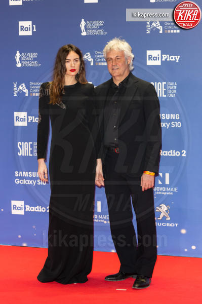 Kasia Smutniak, Domenico Procacci - Roma - 27-03-2019 - David 2019: il volo della gonna di Taylor Mega sul red carpet