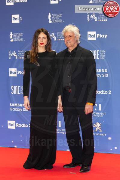 Kasia Smutniak, Domenico Procacci - Roma - 27-03-2019 - David 2019: il volo della gonna di Taylor Mega sul red carpet