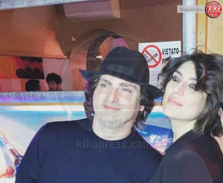 Alessandro Di Paolo, Elisa Isoardi - 03-04-2019 - Isoardi sui social col nuovo compagno: ma è Cetto Laqualunque!