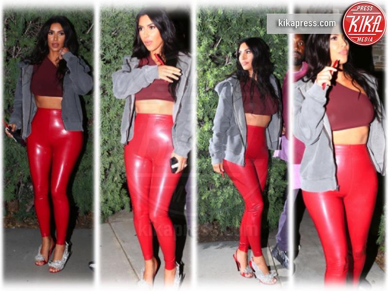 Kim Kardashian - 26-04-2019 - Vestiti scomodi e dove trovarli: seguite Kim Kardashian!