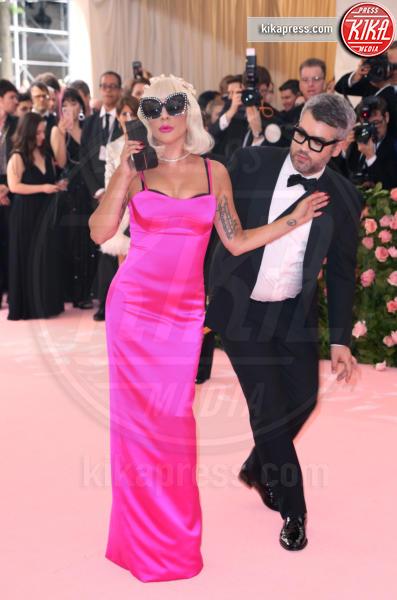 Brandon Maxwell, Lady Gaga - New York - 06-05-2019 - Met Gala 2019: impareggiabile Lady Gaga, 4 vestiti in uno!