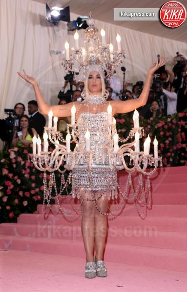Katy Perry - New York - 06-05-2019 - Met Gala 2019: Katy Perry uno chandelier, Dua Lipa una farfalla