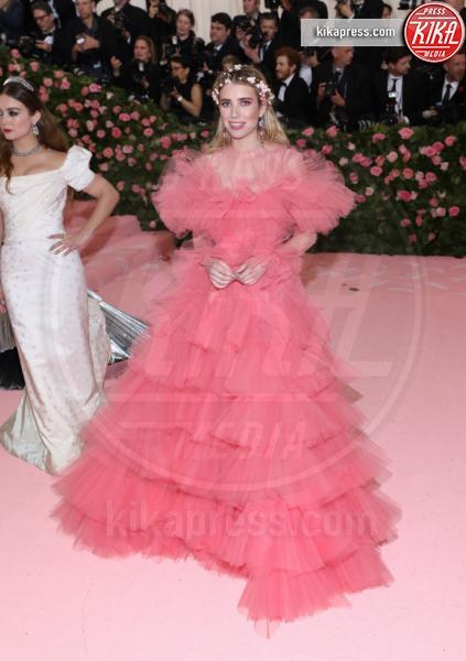 Emma Roberts - New York - 07-05-2019 - Met Gala 2019: Katy Perry uno chandelier, Dua Lipa una farfalla