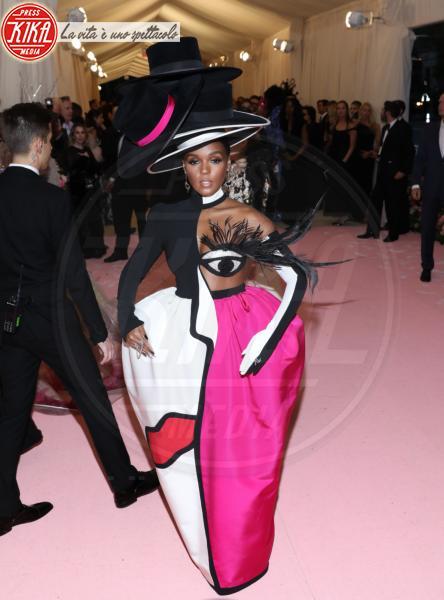 Janelle Monae - New York - 07-05-2019 - Met Gala 2019: Katy Perry uno chandelier, Dua Lipa una farfalla