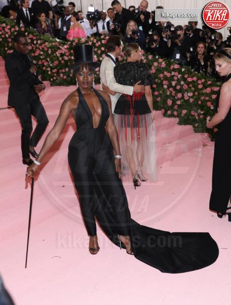 Danai Gurira - New York - 07-05-2019 - Met Gala 2019: Katy Perry uno chandelier, Dua Lipa una farfalla