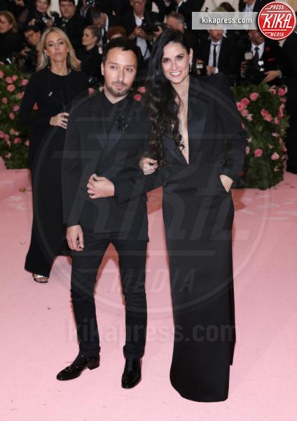 Demi Moore - New York - 07-05-2019 - Met Gala 2019: Katy Perry uno chandelier, Dua Lipa una farfalla