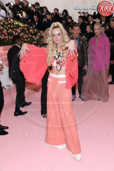 Elle Fanning - New York - 07-05-2019 - Met Gala 2019: Katy Perry uno chandelier, Dua Lipa una farfalla