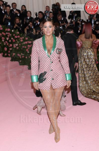 Ashley Graham - New York - 07-05-2019 - Met Gala 2019: Katy Perry uno chandelier, Dua Lipa una farfalla
