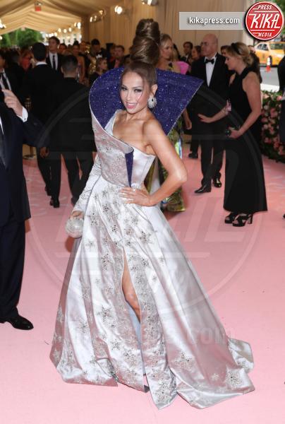 Thalia - New York - 07-05-2019 - Met Gala 2019: Katy Perry uno chandelier, Dua Lipa una farfalla