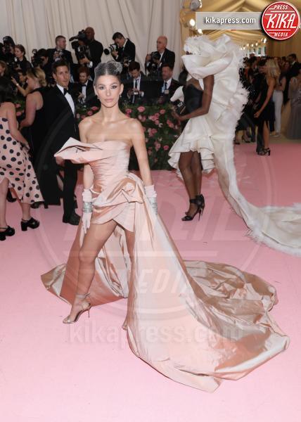 Camila Morrone - New York - 07-05-2019 - Met Gala 2019: Katy Perry uno chandelier, Dua Lipa una farfalla