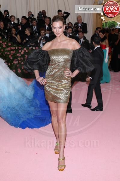 Karlie Kloss - New York - 07-05-2019 - Met Gala 2019: Katy Perry uno chandelier, Dua Lipa una farfalla