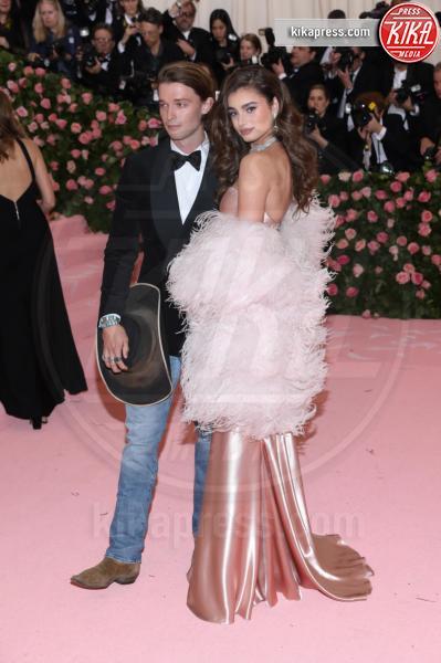 Taylor Hill - New York - 07-05-2019 - Met Gala 2019: Katy Perry uno chandelier, Dua Lipa una farfalla