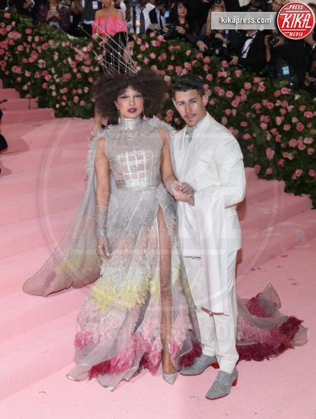 Priyanka Chopra, Nick Jonas - New York - 07-05-2019 - Met Gala 2019: Katy Perry uno chandelier, Dua Lipa una farfalla