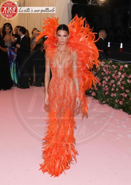 Kendall Jenner - New York - 07-05-2019 - Met Gala 2019: Katy Perry uno chandelier, Dua Lipa una farfalla