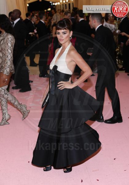 Penelope Cruz - New York - 07-05-2019 - Met Gala 2019: Katy Perry uno chandelier, Dua Lipa una farfalla