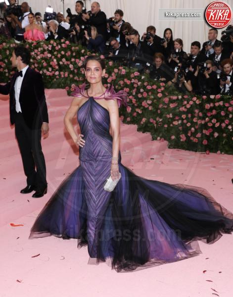 Katie Holmes - New York - 07-05-2019 - Met Gala 2019: Katy Perry uno chandelier, Dua Lipa una farfalla