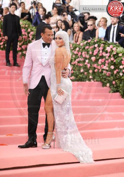 Alex Rodriguez, Jennifer Lopez - New York - 07-05-2019 - Met Gala 2019: Katy Perry uno chandelier, Dua Lipa una farfalla