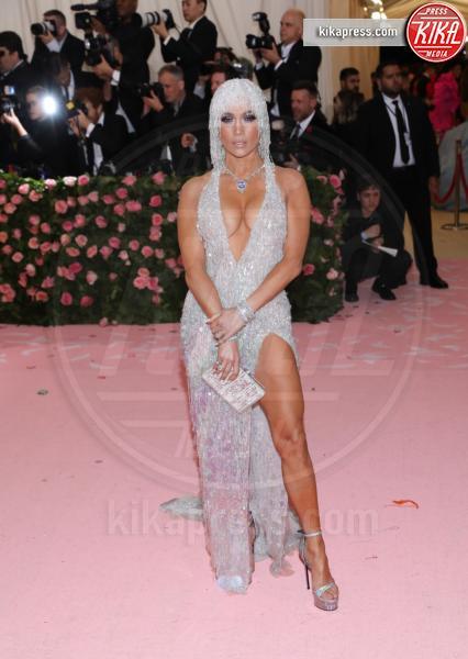 Jennifer Lopez - New York - 07-05-2019 - Met Gala 2019: Katy Perry uno chandelier, Dua Lipa una farfalla