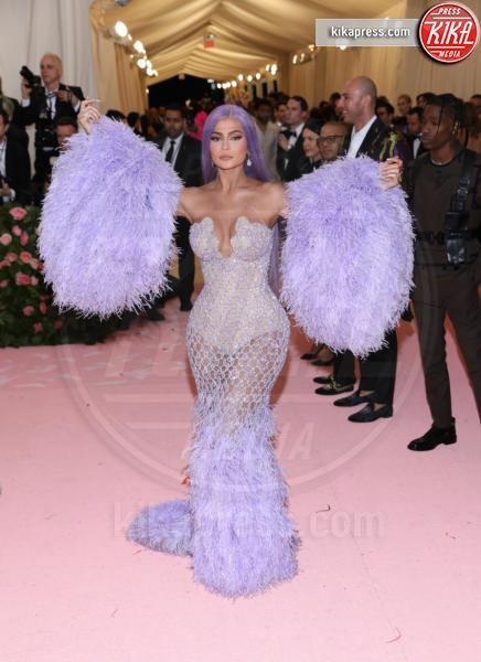 Kylie Jenner - New York - 07-05-2019 - Met Gala 2019: Katy Perry uno chandelier, Dua Lipa una farfalla