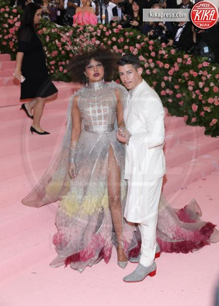 Priyanka Chopra - New York - 07-05-2019 - Met Gala 2019: Katy Perry uno chandelier, Dua Lipa una farfalla