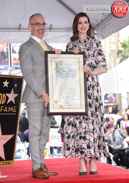 Hollywood - 09-05-2019 - Anne Hathaway, la stella più bella sulla Walk of Fame
