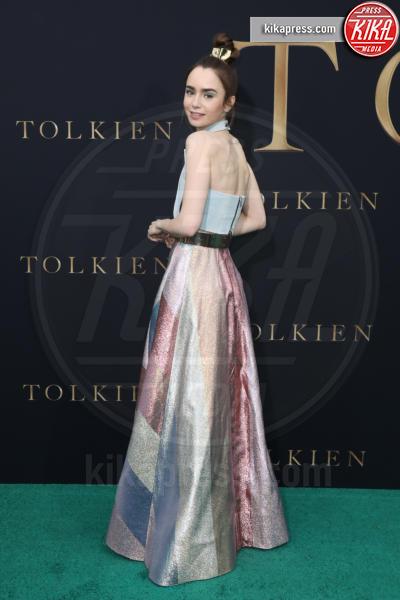 Lilly Collins - Los Angeles - 08-05-2019 - Lily Collins multicolor, Nicholas Hoult è un Tolkien in... rosa!