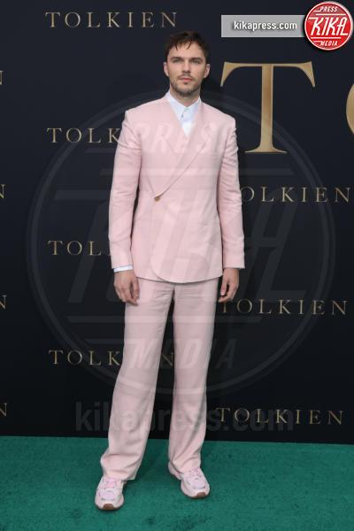 Nicholas Hoult - Los Angeles - 08-05-2019 - Lily Collins multicolor, Nicholas Hoult è un Tolkien in... rosa!