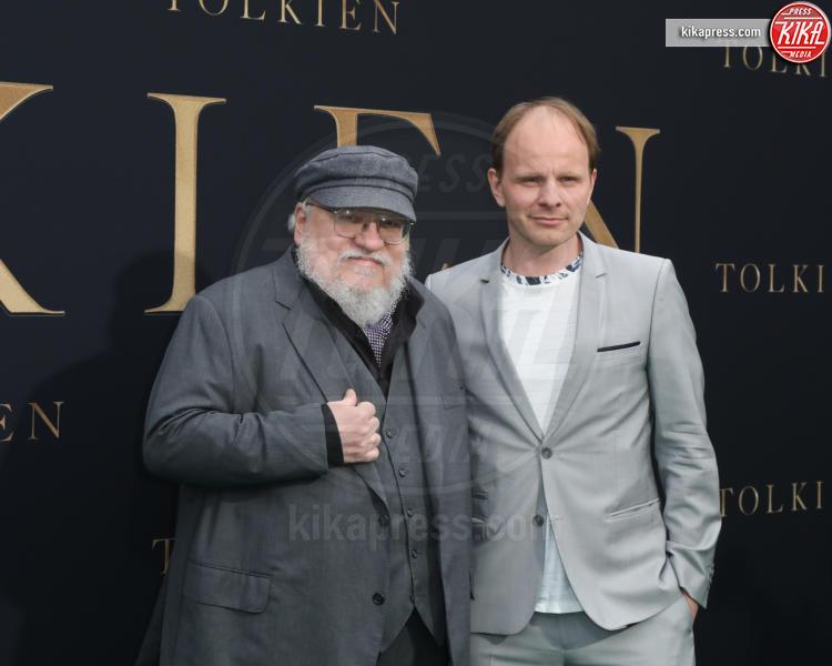 Dome Karukoski, Director, George R. R. Martin - Los Angeles - 08-05-2019 - Lily Collins multicolor, Nicholas Hoult è un Tolkien in... rosa!