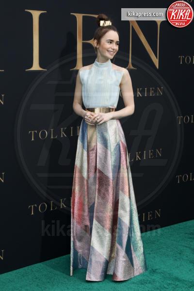 Lilly Collins, Lily Collins - Los Angeles - 08-05-2019 - Lily Collins multicolor, Nicholas Hoult è un Tolkien in... rosa!