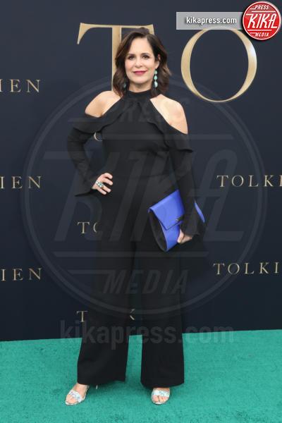 Laura Niemi - Los Angeles - 08-05-2019 - Lily Collins multicolor, Nicholas Hoult è un Tolkien in... rosa!