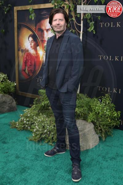 David Gleeson - Los Angeles - 08-05-2019 - Lily Collins multicolor, Nicholas Hoult è un Tolkien in... rosa!