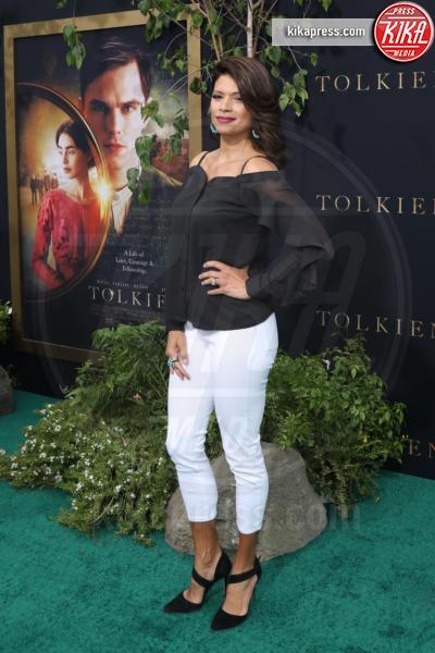 Andrea Navedo - Los Angeles - 08-05-2019 - Lily Collins multicolor, Nicholas Hoult è un Tolkien in... rosa!