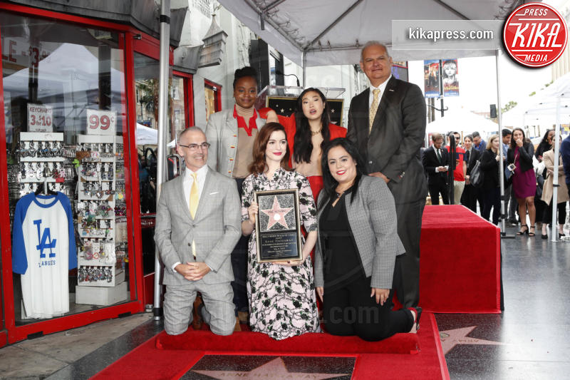 Anne Hathaway - Los Angeles - 09-05-2019 - Anne Hathaway, la stella più bella sulla Walk of Fame