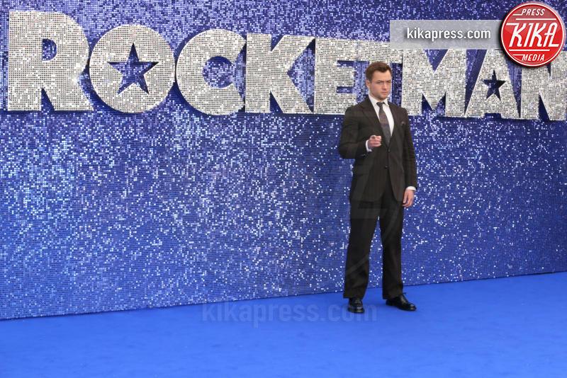 Taron Egerton - Londra - 20-05-2019 - Claudia Schiffer porta l'arcobaleno alla première di Rocketman