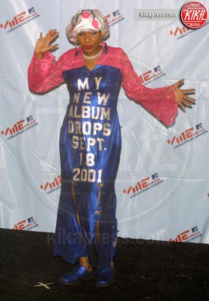 Macy Gray - New York - 06-09-2001 - Ma come ti vesti? Le 10 cose più strane indossate dalle star
