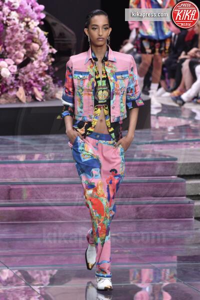 Sfilata Versace - Milano - 15-06-2019 - La prima passerella di Irina Shayk dopo l'addio a Bradley Cooper