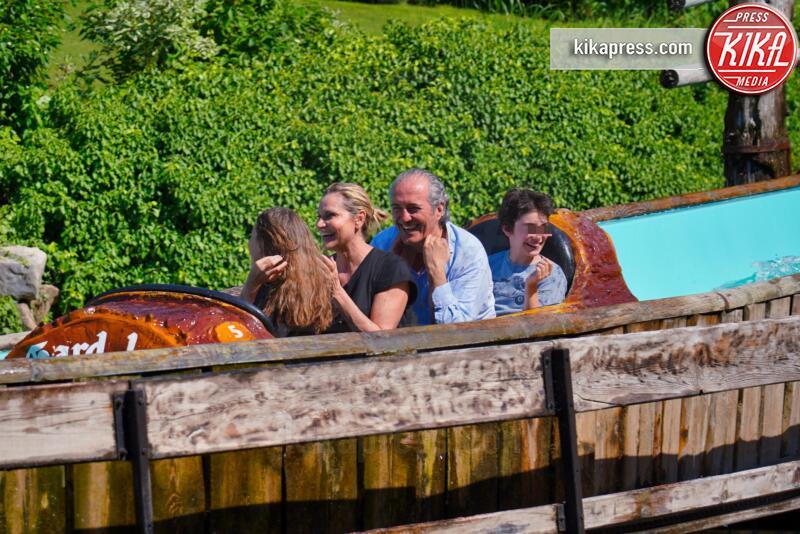 Lodovico Terzi, Caterina Ventura, Giovanni Terzi, Simona Ventura - Gardaland - 17-06-2019 - Simona Ventura porta la famiglia a Gardaland, che sballo!