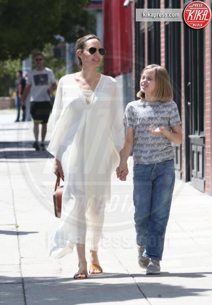 Vivienne Jolie Pitt, Angelina Jolie - Los Feliz - 23-06-2019 - Estate 2019: impossibile rinunciare alle infradito