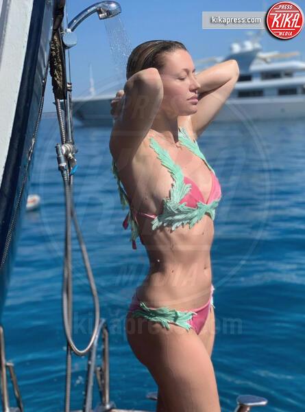 Elena Barolo - 28-06-2019 - Estate 2019: bikini o costume intero, questo è il dilemma!