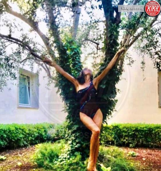 Pamela Prati - 28-06-2019 - Estate 2019: bikini o costume intero, questo è il dilemma!