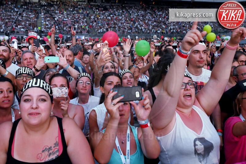 Fan Pausini Antonacci - Milano - 04-07-2019 - San Siro ai piedi di Laura Pausini e Biagio Antonacci