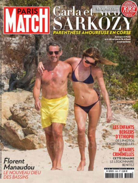 Nicolas Sarkozy, Carla Bruni - Parigi - 05-07-2019 - Sarkozy deriso dai media. Notate nulla in questo scatto?